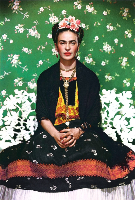 (Immagine principale) Frida Kahlo fotografata da Vogue nel '37.jpg