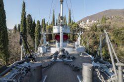 Sotto il colle Mastio nel parco è collocata la nave militare Puglia, forse il più suggestivo cimelio del Vittoriale.