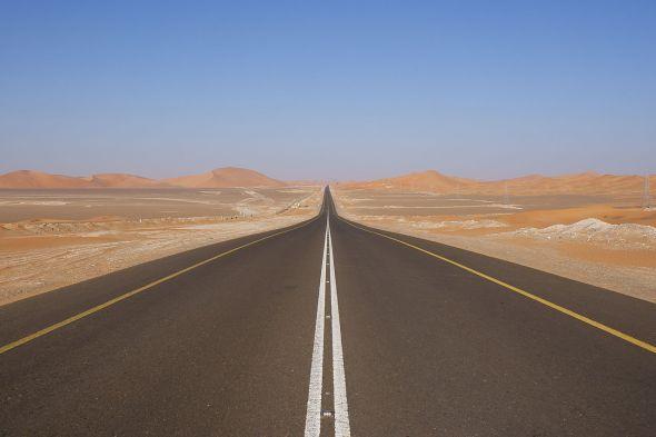 1280px-Desert_road_UAE