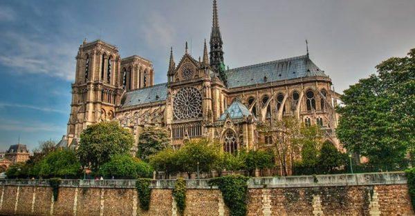 cattedrale-gotica-notre-dame-parigi-860x450
