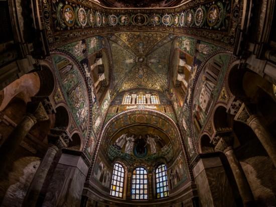 la-basilica-di-san-vitale-a-ravenna-un-angolo-di-paradiso-in-terra-presbiterio (3).jpg