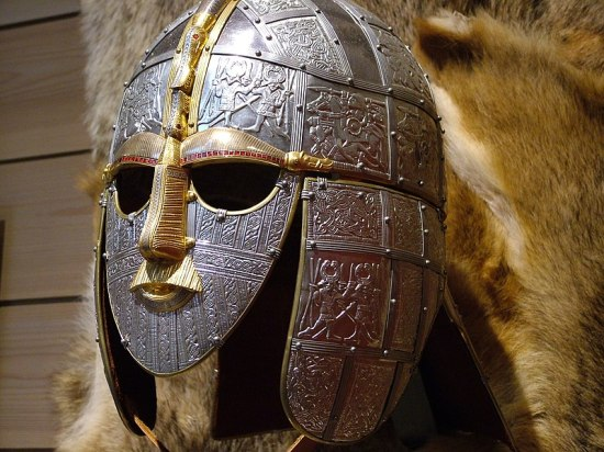 L'elmo di Sutton Hoo, un tesoro dal passato (ricostruzione)